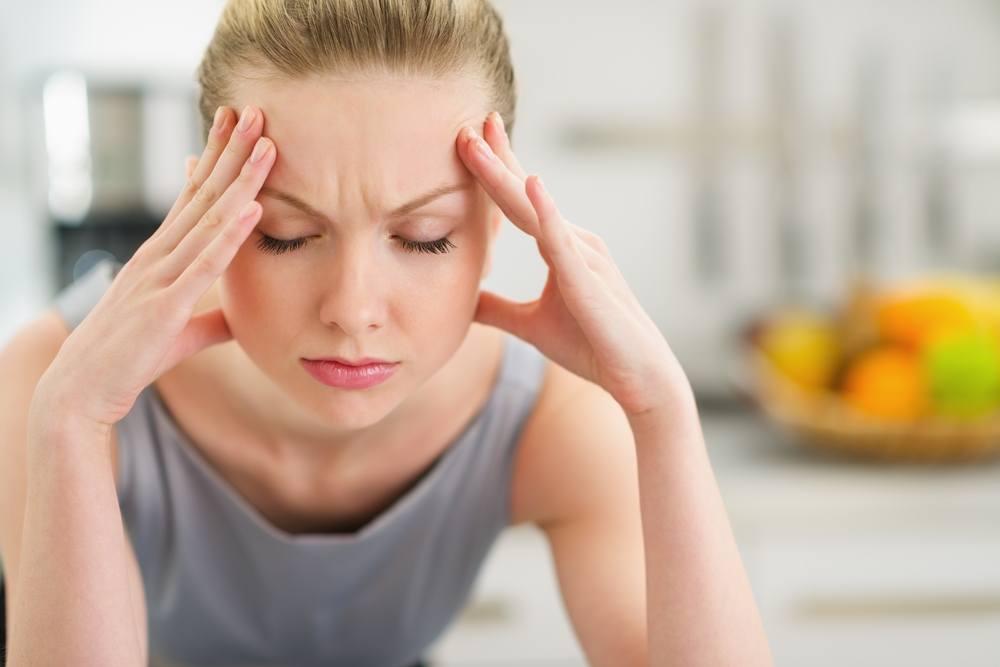 У девушки от оргазма болит голова
